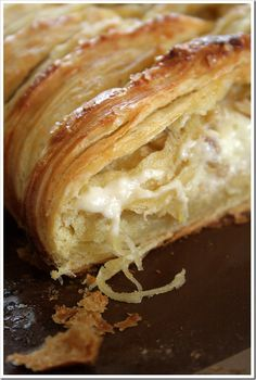 A fall brunch darling -- White Chocolate Cream Cheese Danish Braid with Tart Apples & Walnuts ~ Yummy! Köstliche Desserts, Delicious Desserts, Dessert Recipes, Yummy Food, Health Desserts, Chocolate Cream Cheese, White Chocolate, Cream Cheese Danish, Little Lunch