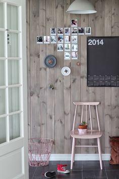 pastel pink, dark floors with natural walls, the calendar, polaroid-like photos Inspiration Wall, Interior Inspiration, Sweet Home, Interior Styling, Interior Design, Modern Rustic Decor, Wood Interiors, Modern Interiors, Nordic Home
