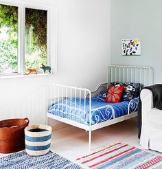 A kid's sleeping corner in the living room - fresh and colourful