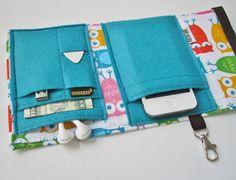 Nerd Herder gadget wallet in Owlish for iPhone 5 von rockitbot