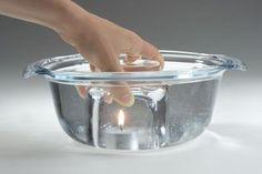 Experimente für Kinder: Wussten Sie, dass Feuer auch unter Wasser brennen kann, wenn es genügend Luft hat? Machen Sie mit Ihrem Kind einen Versuch. In diesem Experiment lassen Sie ein Teelicht unter Wasser brennen. Folgen Sie einfach der Beschreibung.