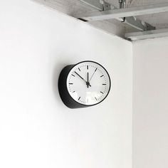 Yohei Kuwano – Corner Clock