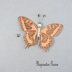Papillon soie bouton pression orange 7.5 cm Orange, Insects, Creations, Support, Dimensions, Passion, Playing Card, Papillons, Silk