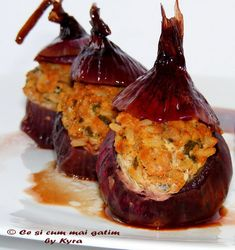 Ce si cum mai gatim: Ceapa umpluta cu carne Baked Potato, Muffin, Potatoes, Cooking Recipes, Baking, Breakfast, Ethnic Recipes, Food, Greece