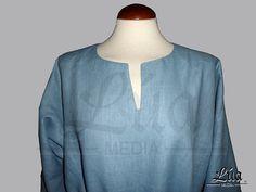 Saya masculina confeccionada en lino color azul claro por LuaMedia