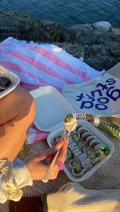 beach aesthetic Summer Girls, Summer Time, Summer Baby, Summer Aesthetic, Aesthetic Food, Beach Aesthetic, Aesthetic Pastel, Comida Picnic, Picnics