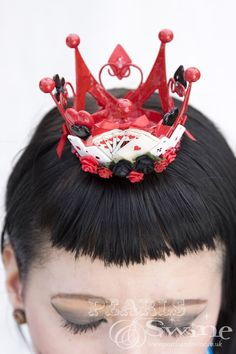 Queen of Hearts Crown Alice in Wonderland Gothic Lolita Fascinator Tiara… Alice In Wonderland Crafts, Disney Events, Heart Crown, Crazy Hats, Hat Crafts, Cat Doll, Crown Hairstyles, Costume Makeup, Queen Of Hearts