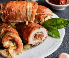A göngyölt hús nem csak finom, de nagyon mutatós is, hidegen-melegen egyaránt felszolgálható, ráadásul ezerféle képpen variálható, hiszen bármilyen húsból, és gyakorlatilag bármilyen töltelékkel elkészíthető. Ezekből válogattunk most nektek egy csokorra valót, plusz egynek pedig a panír rajongóknak kedveztünk egy örökzöld kijevivel! Lasagna, Sushi, Bacon, Pork, Favorite Recipes, Lunch, Healthy Recipes, Meals, Chicken