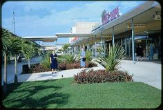 The courtyard of the 163rd Street Shopping Center BEFORE it became the Mall @163rd St.