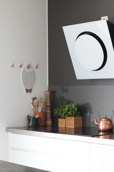DIY copper wall hooks, by Bambula Lose Yourself, Kitchen Hooks, Copper Kitchen, Urban Kitchen, Room Kitchen, Diy Kitchen, Kitchen Storage, Kitchen Ideas, Scandinavian Kitchen