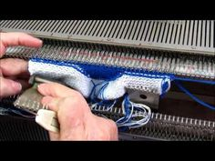 Tejer a maquina leccion 9-5 - YouTube Knitting Paterns, Knitting Stitches, Baby Knitting, Knitting Machine, Knit Baby Booties, Youtube, Video Tutorials, Business, Crochet