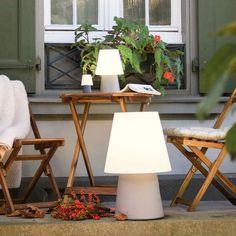 Lovely Gem tliche Sitzecke auf der Terrasse mit gem tlicher Beleuchtung dank Akku Lampe TerraceGardenIdeas