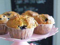 Makuja kotoa: Amerikkalaiset mustikka-valkosuklaamuffinit #mustikka #valkosuklaa #muffinsit Food Inspiration, Cupcakes, Baking, Breakfast, Recipes, Koti, Morning Coffee, Cupcake Cakes, Bakken
