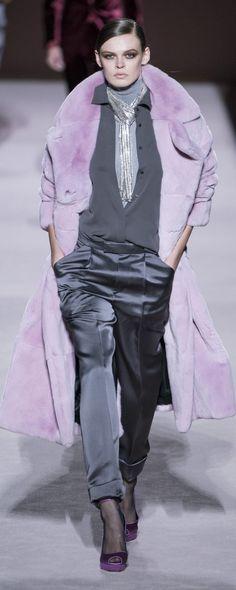 Tom Ford Herbst-Winter - Konfektion - www. - © ImaxTree Source by mhrppro Fur Fashion, Fashion Pants, Love Fashion, Winter Fashion, Womens Fashion, Fashion Trends, Fashion Sandals, Fashion Black, Fashion Edgy
