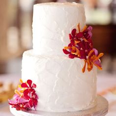 White wedding cake with fresh orchid accents | Creatrix Photography