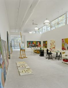 In this East Hampton, Long Island, art studio by BWArchitects, clerestory windows bring diffused northern light into the studio's large rect. studio space Find a Firm: Search the Remodelista Architect & Designer Directory Art Studio Design, Art Studio At Home, Home Art, Design Art, Glass Design, Logo Design, Graphic Design, Atelier Loft, Atelier D Art