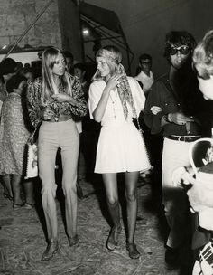 truthaboutthebeatlesgirls: September 1968 - Pattie, Twiggy and Justin in Greece.