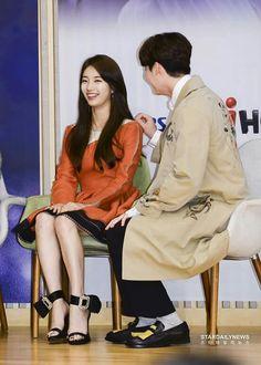 "Sep22.2017 Lee Jong Suk & Suzy at ""While You Were Sleeping"" Presscon"