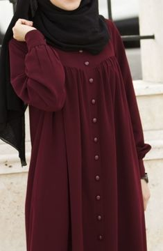 Ahsen Robalı Ferace - Bordo Elbise - Suhneva Iranian Women Fashion, Pakistani Fashion Casual, Pakistani Dresses Casual, Abaya Fashion, Muslim Fashion, Modest Fashion, Fashion Dresses, Habits Musulmans, Mode Kimono