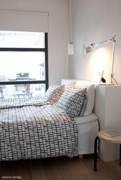 Valkoinen Harmaja -blogi, Finlayson Coronna -lakanat. Coron, New Chapter, Bedspread, Master Bedroom, Sweet Home, Black And White, Modern, Furniture, Design