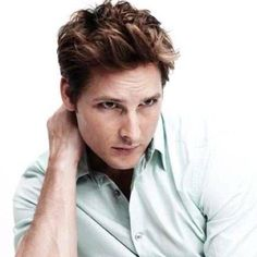 Peter Facinelli. Dr. Carlisle Cullen from The Twilight Saga.  Someone who for sure made my digital life so much more inspiring.  Twitter personality with a healthy twist, great inspiring blond doctor and an American-Italian who takes good care of many.   Facinelli is just one of a kind!  The one and only right person to play Carlisle Cullen!!!