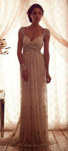 Love Anna Campbell dresses. So elegant.