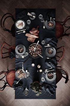 Per le feste scegli una tavola apparecchiata di nero per rendere la tua cena di successo. Lasciati ispirare dalla nostra creativa selezione di immagini.