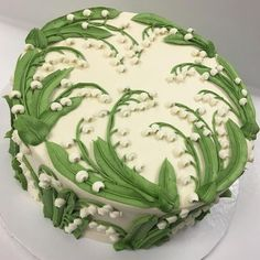 Buttercream Lilly of the Valley made with tip Buttercreme Maiglöckchen mit Trinkgeld gemacht # 79 Pretty Cakes, Beautiful Cakes, Amazing Cakes, Buttercream Wedding Cake, Buttercream Flowers, Buttercream Frosting, Buttercream Ideas, Icing Flowers, Frosting Tips