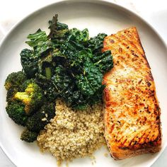 When your salmon is large enough to feed a small village 😳👏🏼🤗 Now that is finished, I'm going to go work up a sweat at my fave class Then devour this Massaged Kale, Sea Salt And Pepper, How To Squeeze Lemons, Salmon Recipes, Quick Meals, Food Pictures, Healthy Dinner Recipes, Broccoli, Healthy Eating