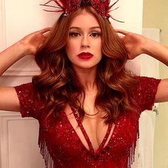 Para o Carnaval deste ano, Marina também escolheu o batom vermelho. Neste caso, o escolhido da vez foi um de textura mais opaca e seca, que combinou até com o seu look.