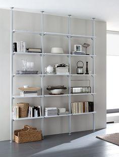 OK, la parete attrezzata firmata Domitalia Large Bookshelves, Bookshelf Storage, Bookcases, Shelving Design, Shelving Systems, Interior Design Living Room Warm, Home Interior Design, Condo Decorating, Interior Decorating