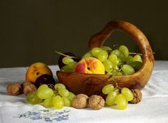 Still Life, Fruit, Grapes, Fishing Olive Oil Bottles, Growing Grapes, Honey And Cinnamon, How To Make Cheese, Evening Meals, Healthy Alternatives, Home Staging, Fresh Herbs, Fishing
