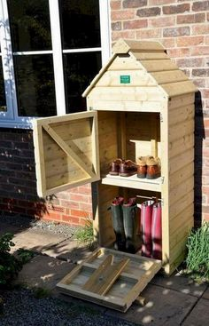 A unique design of Welly Store. The Bottom is a Wellington Boot store and Boot puller, and the top is a small storage shed for your shoes, slippers or boots while wearing your wellys giving you the . terrasse Welly Store And Hut Outdoor Shoe Storage, Boot Storage, Shed Storage, Small Storage, Storage Ideas, Diy Pallet Projects, Outdoor Projects, Furniture Projects, Garden Projects