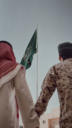 Arabian People, Ksa Saudi Arabia, Saudi Arabia Culture, Cute Friend Pictures, Madina, Cute Friends, Trade Show, Khaki Pants, Photography