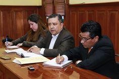 DIALOGAN FUNCIONARIOS DE GOBERNACIÓN CON COMISIÓN DE LA UNTA Y LEVANTAN PLANTÓN   -      Como medida prioritaria se requiere enviar 40 toneladas de frijol; así como bóilers, láminas y cemento  -  Gobernación tenderá un puente con diversas secretarías para tramitar otros apoyos.  #CEDH #UNTA #GobiernoTransversal #GobiernodeChihuahua #Chihuahuamx #Cuu