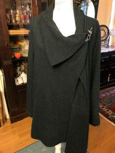 TRAININGSPULLI FA Sportswear Hoodie 01 Basic Black PULLOVER