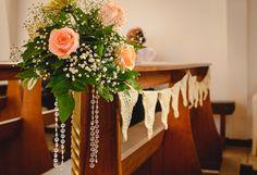 """Una forma  """"Vintage"""" y diferente de decorar las bancas de la Iglesia."""