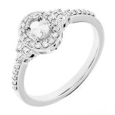 Upea ja tyylikäs, valkokullasta valmistettu Chandelier -timanttisormus on mielestämme kauneimpia sormuksia, joita olemme valmistaneet. Näyttävää sormusta koristaa ovaalibriljantiksi hiottu kirkas safiiri 0,45ct (5 x 4mm). Safiirin ympärille on haloistutuksella istutettu 16 kauniisti kimaltelevaa timanttia. Halon molemmin puolin runkoon on istutettu yhteensä 16 timanttia. Siro runko korostaa kaunista keskiosaa. Timantit yhteensä 0,28ct, laatu W/Si. Hinta 1780 € Malm, Chandelier, Wedding Rings, Engagement Rings, Jewelry, Enagement Rings, Candelabra, Jewlery, Jewerly