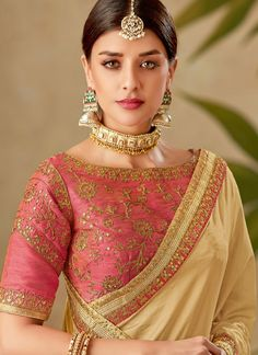 Latest Traditional Blouse Designs - The Handmade Crafts Saree Blouse Neck Designs, Fancy Blouse Designs, Traditional Blouse Designs, Sari Bluse, Designer Sarees Wedding, Party Kleidung, Designer Blouse Patterns, Saree Models, Stylish Sarees