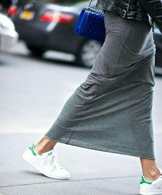 gympen bij maxirok / sneakers with maxiskirt