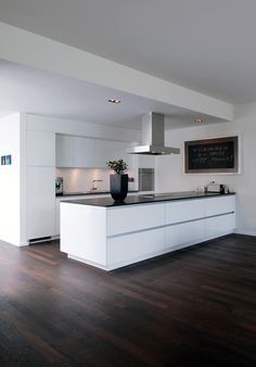 Wohnhaus Bonn: moderne Küche von Corneille Uedingslohmann Architekten
