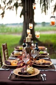Thanksgiving table decoration ideas will assist you with some ideas. T Thanksgiving, the dining table needs some decoration. Thanksgiving Decorations Outdoor, Outdoor Thanksgiving, Thanksgiving Celebration, Thanksgiving Table Settings, Thanksgiving Parties, Thanksgiving Centerpieces, Table Centerpieces, Thanksgiving Ideas, Hosting Thanksgiving