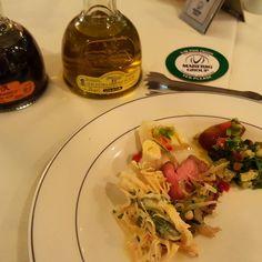 Iniciando os trabalhos nesta segunda! Abrindo com uma saladinha!!!! Só eu que amo churrasco???!! . http://ift.tt/1InVXqD . #bbq #steakhouse #churrasco #apartamento51 #paleo #paleolifestyle  #paleolowcarb #lchf #paleobrasil #mypaleolife #lowcarb #eatclean #realfood #healthfood #comidadeverdade #vidasaudavel #dieta #yummy #segunda #foodporn #dietasemsofrer #dietaetreino #sejasaudavel #fit #food by danyarozio