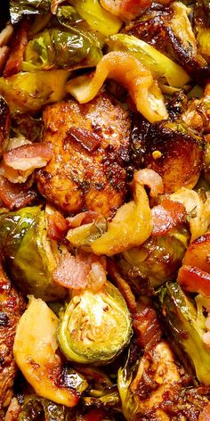 Easy Autumn Chicken Dinner with Brussels Sprouts, Apples and Bacon in the most delicious balsamic sauce made with thyme, lemon, garlic and paprika!