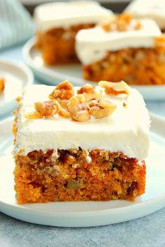 The Best Moist Carrot Cake Recipe – the only carrot cake recipe you need! Super easy carrot cake with luscious cream cheese frosting! THE BEST MOIST CARROT CAKE This is my go-to carrot cake recipe. It's moist, Easy Carrot Cake, Moist Carrot Cakes, Homemade Carrot Cake, Vegan Carrot Cakes, Sweet Carrot, One Layer Carrot Cake Recipe, Gluten Free Carrot Cake, Desserts Crus, Raw Vegan Desserts