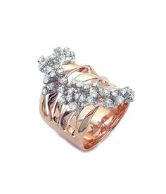 Ring in white and pink gold with diamonds.