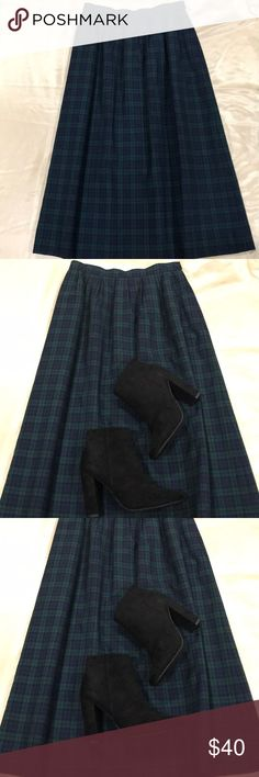 Vintage Pendleton pleated skirt size 10 Vintage pendelton A line pleated skirt, has pockets! Just dry cleaned. 13.5 in waist. 31 in. Long. Pendleton Skirts A-Line or Full