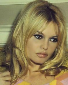 Brigitte Bardot au Plaza Hotel à New York City pour la promotion Viva Maria, Bridgitte Bardot, Corte Y Color, Actrices Hollywood, French Actress, Looks Style, Monica Bellucci, Ikon, Hair Inspiration, Hair Makeup