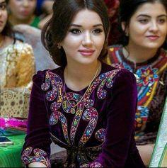 How To Feel Beautiful, Beautiful People, Most Beautiful, Turkish Beauty, Indian Beauty, Native American Girls, Beauty Around The World, Women Life, Traditional Dresses