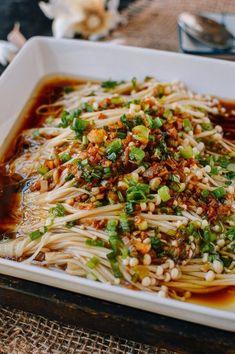 Enoki Mushrooms with Garlic & Scallion Sauce - Asian Food Recipes Vegetable Recipes, Vegetarian Recipes, Cooking Recipes, Healthy Recipes, Veggie Food, Cooking Tips, Kitchen Recipes, Beef Recipes, Recipies